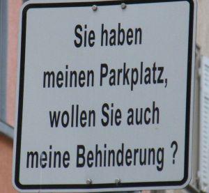 Schild zum Parkplatz