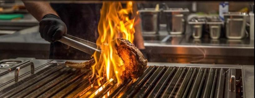 Grill mit Flammen